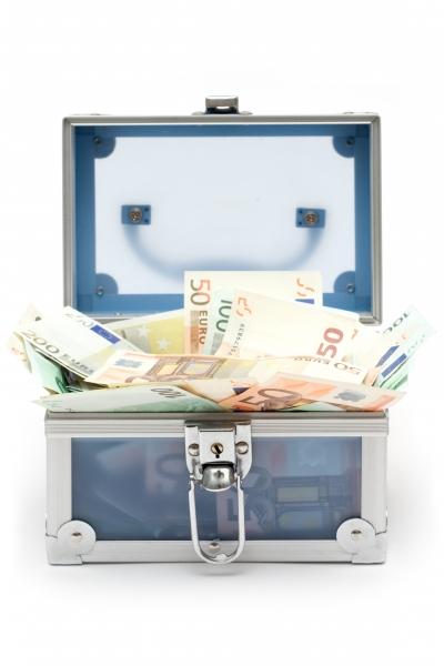 offene blaue geldkiste
