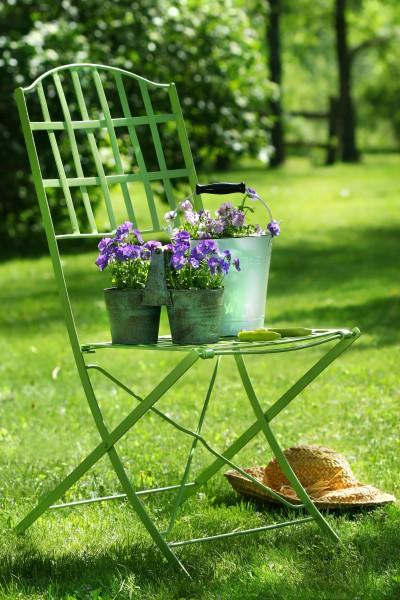 gruene gartenstuhl