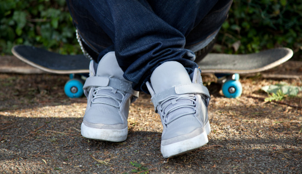 sitzen auf skateboard