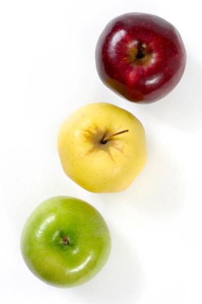 gruene gelbe und rote aepfel