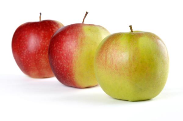 drei apples von gruen bis rot