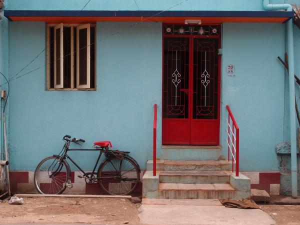 fahrrad vor einem haus in tamil