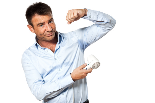 ein mann schweiss flecken schwitzen trocknen