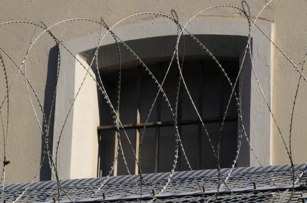 stacheldraht, sicherheit, gefängnis, strafvollzug, justizwache, justiz - 6527895