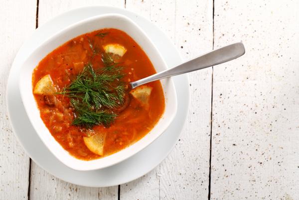 bild der schuessel heisse rote suppe