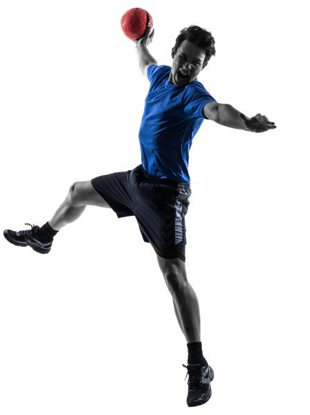 junger mann ausuebung handballer silhouette