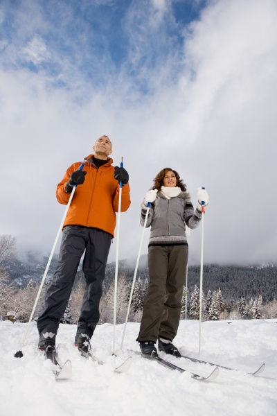 ein aelteres paar ski