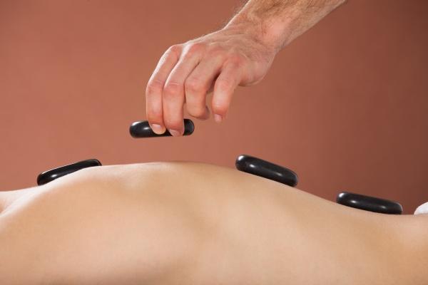 stein heiss ruecken massage massieren therapie