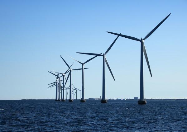 perspective, line, of, ocean, windmills, in - 12886500