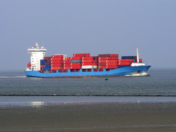 containerschiff in anfahrt auf cuxhaven