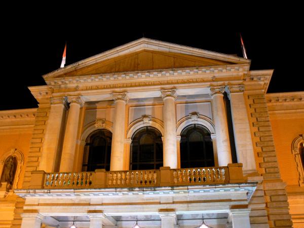 opernhaus in halle saale bei nacht