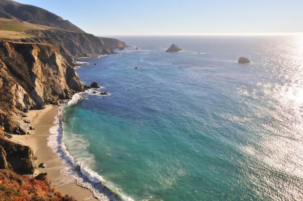 westkueste kalifornien klippen ueber sandbucht