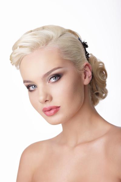 raffinesse portraet von snazzy young blond