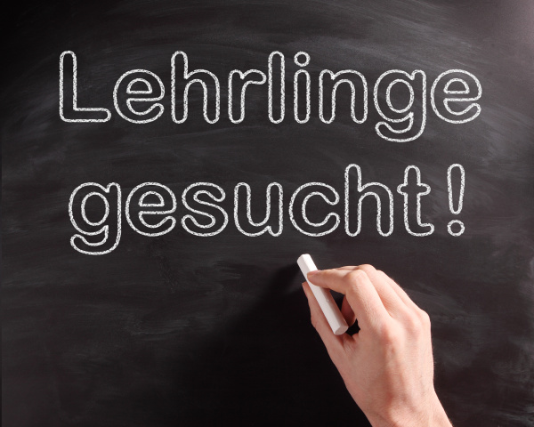 conceptual lehrlinge gesucht phrase on chalkboard