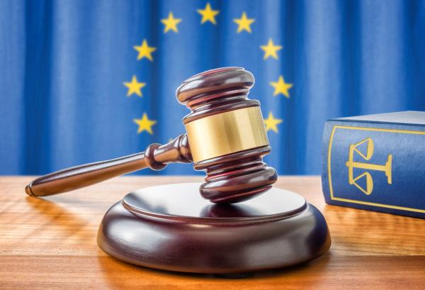 richterhammer und gesetzbuch europaeische union