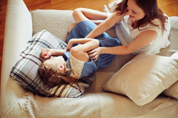 spiel auf dem sofa