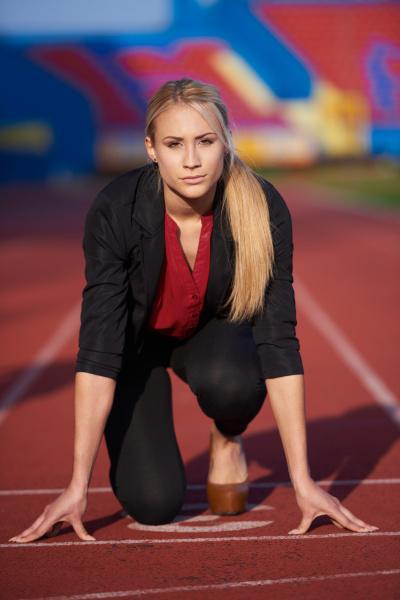 geschaeftsfrau bereit zu sprinten
