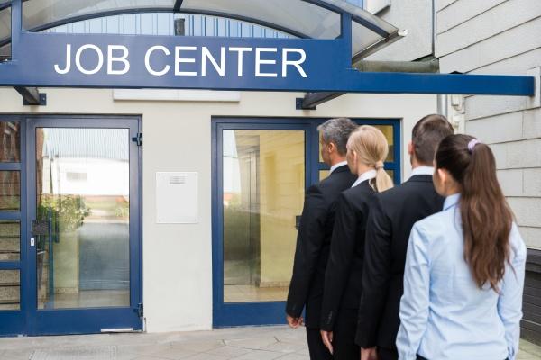 geschaeftsleute ausserhalb des job center