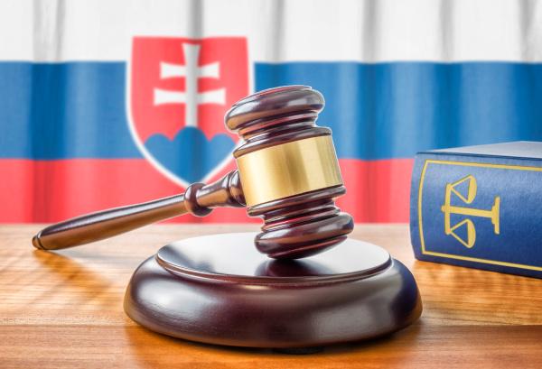 richterhammer und gesetzbuch slowakei