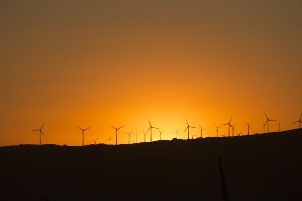 spanien andalusien tarifa windpark bei sonnenuntergang