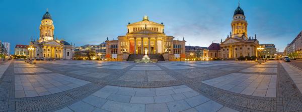 panorama des gendarmenmarkts in berlin nach