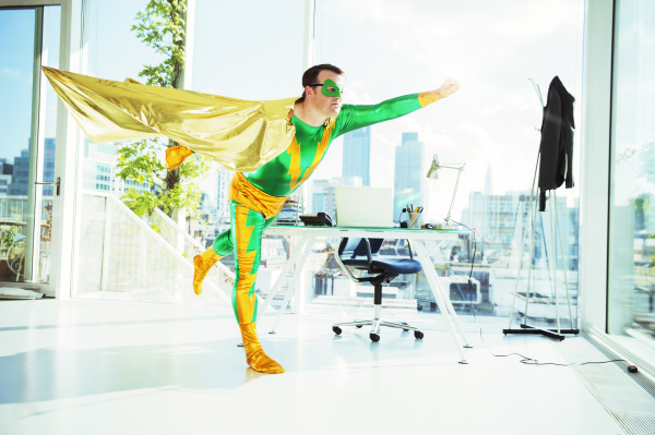 superheld, fliegt, im, büro - 17171328