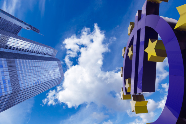deutschland frankfurt euro zeichen gegenueber der