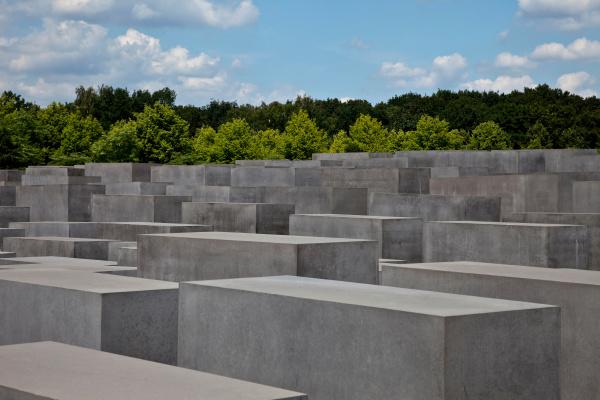 fahrt reisen mahnmal gedenkstaette beton berlin
