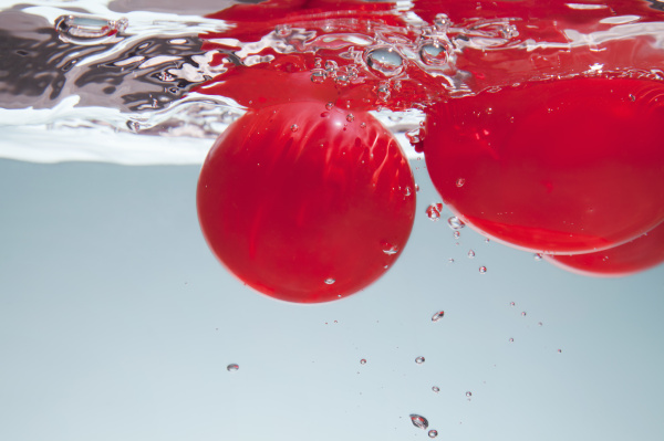 rote kreise im wasser