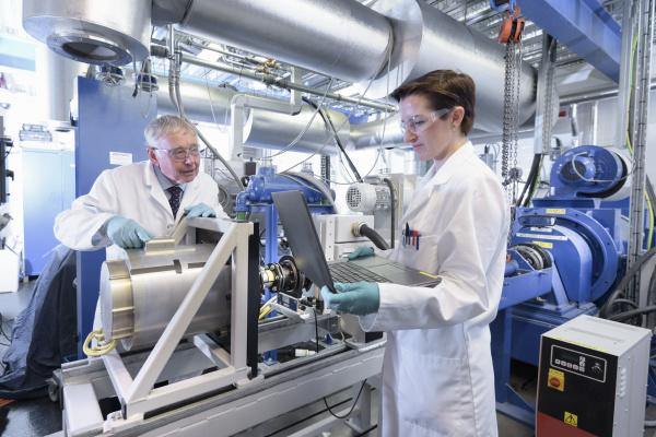frau weiblich industrie wissenschaft forschung befoerderung