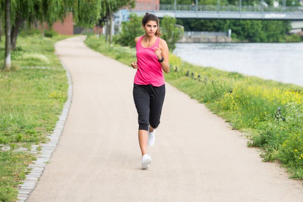athletische junge frau jogging