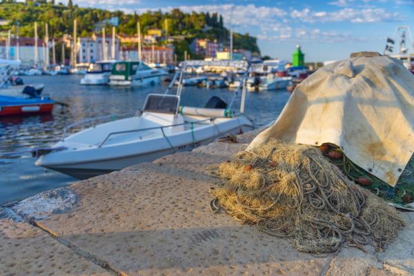 fischernetze altstadthafen piran primorska slowenisches istrien
