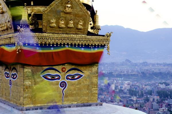hoehere ansicht des buddhistischen stupa swayambu