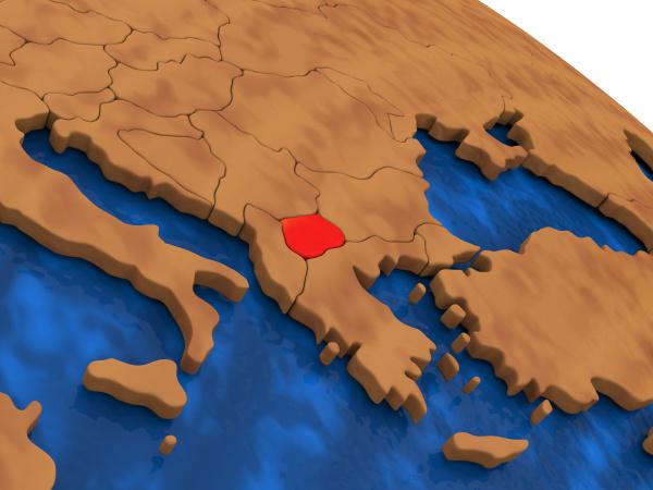 mazedonien auf holz globus
