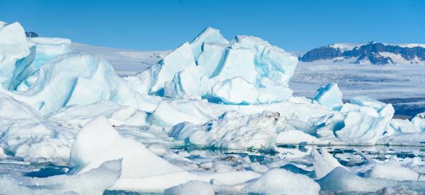 malerische aussicht auf eisberge in der