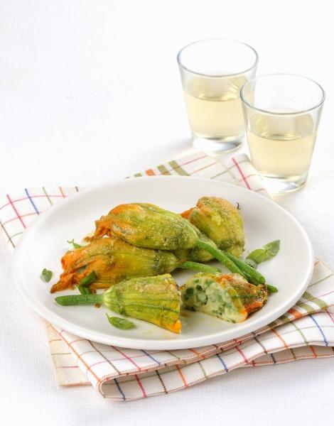 zucchiniblueten mit vegetarischer fuellung