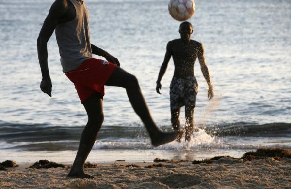 fussball auf saly strand saly thies