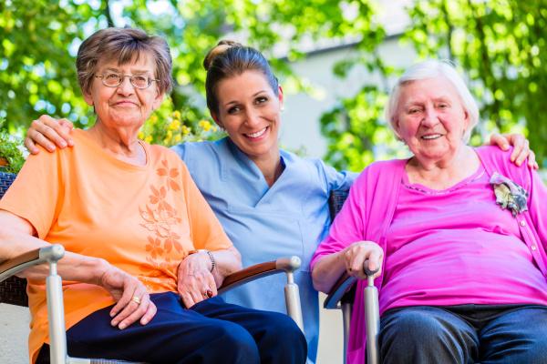 geriatrische, krankenschwester, mit, chat, mit, älteren - 21499363