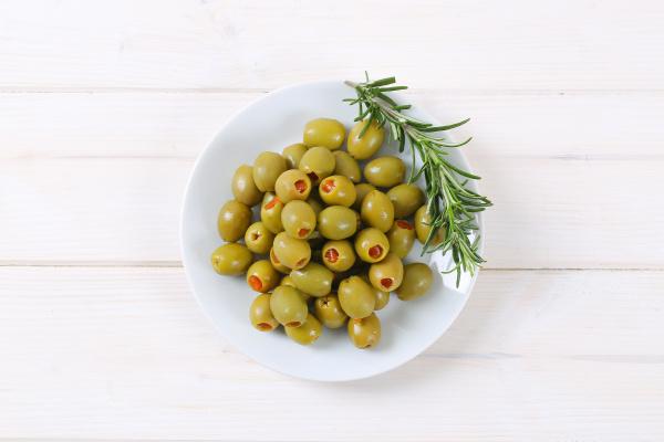 gefuellte gruene oliven