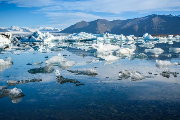 blick auf eisberge in gletscher lagune