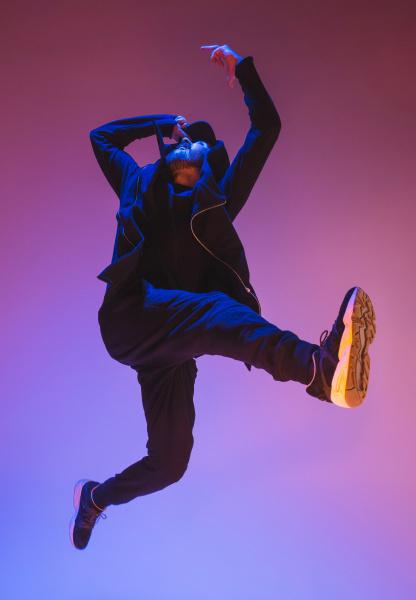die silhouette eines hip hop maennlichen