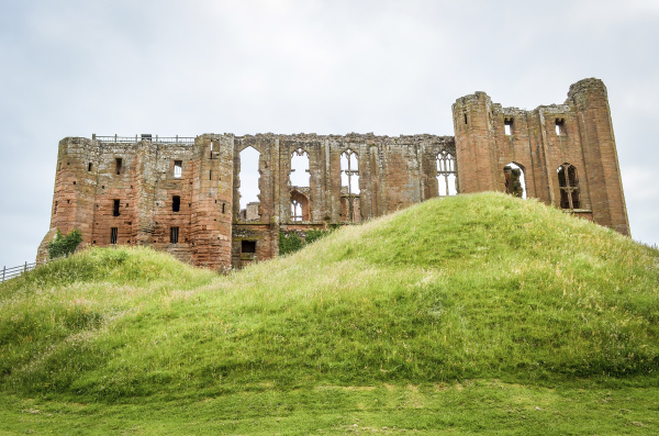 aussenansicht des mittelalterlichen berges kenilworth castle