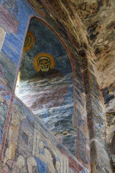 innenansicht des klosters akhtala einem befestigten