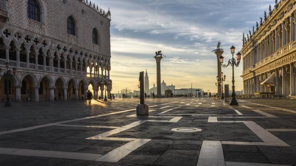blick ueber den markusplatz venedig italien