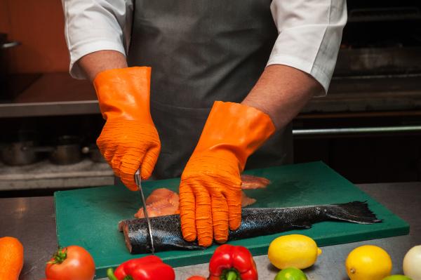 schneiden von lachsfischen