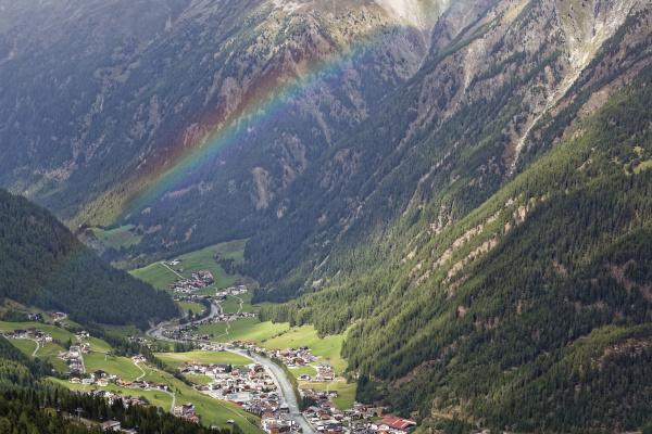 haus gebaeude fahrt reisen stadt alpen