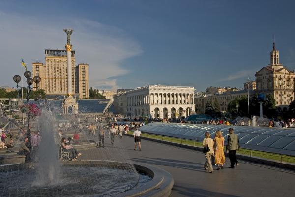 ukraine kiev unabhangigkeits platz mit unabhangigkeitssaule