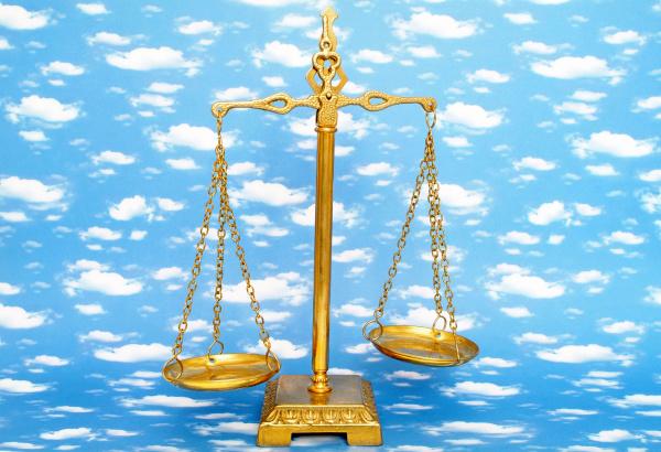 symbolbild himmlische gerechtigkeit das jungste