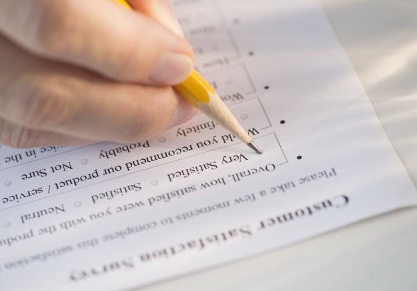 hand schreiben schreibend schreibt makro grossaufnahme