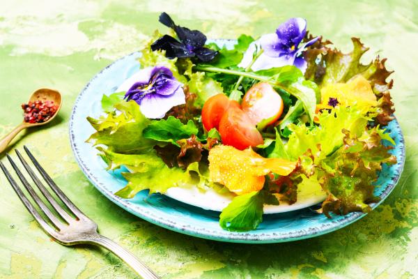 detox flowers salad